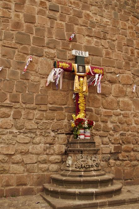 Cross outside Catedral de Cusco.
